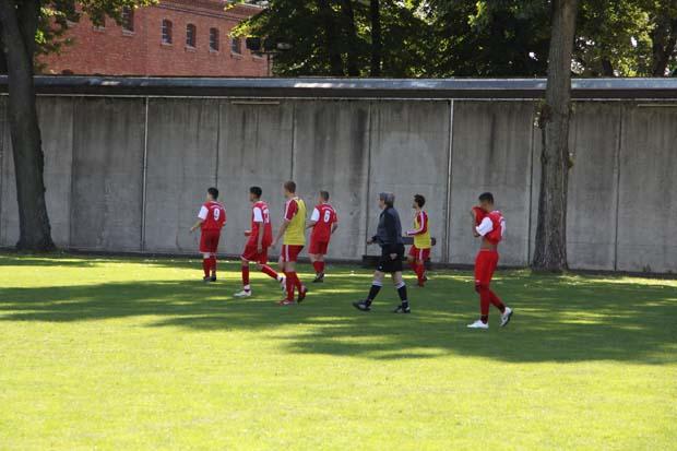 Fußball hinter Mauern