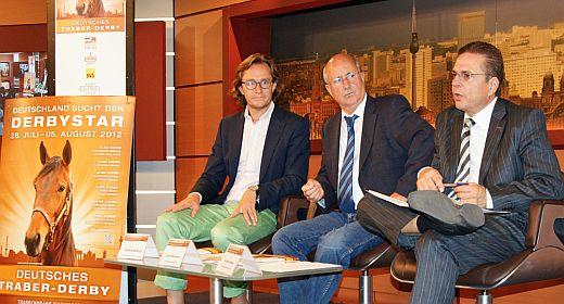 """Von links: Olaf Brandenburg (Agentur """"Die Brandenburgs), Ulrich Mommert (Vorsitzender des Berliner Trabrenn-Vereins) und Andreas Haase (Geschäftsführer des Berliner Trabrenn-Vereins)"""