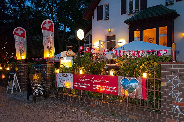 Die Villa-Appenzell mit Abendbeleuchtung verkleinert