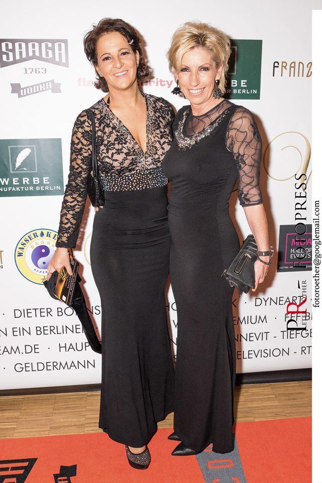 CLIQUE-Herausgeberin Anita Tusch mit Sabine Maurer auf dem roten Teppich