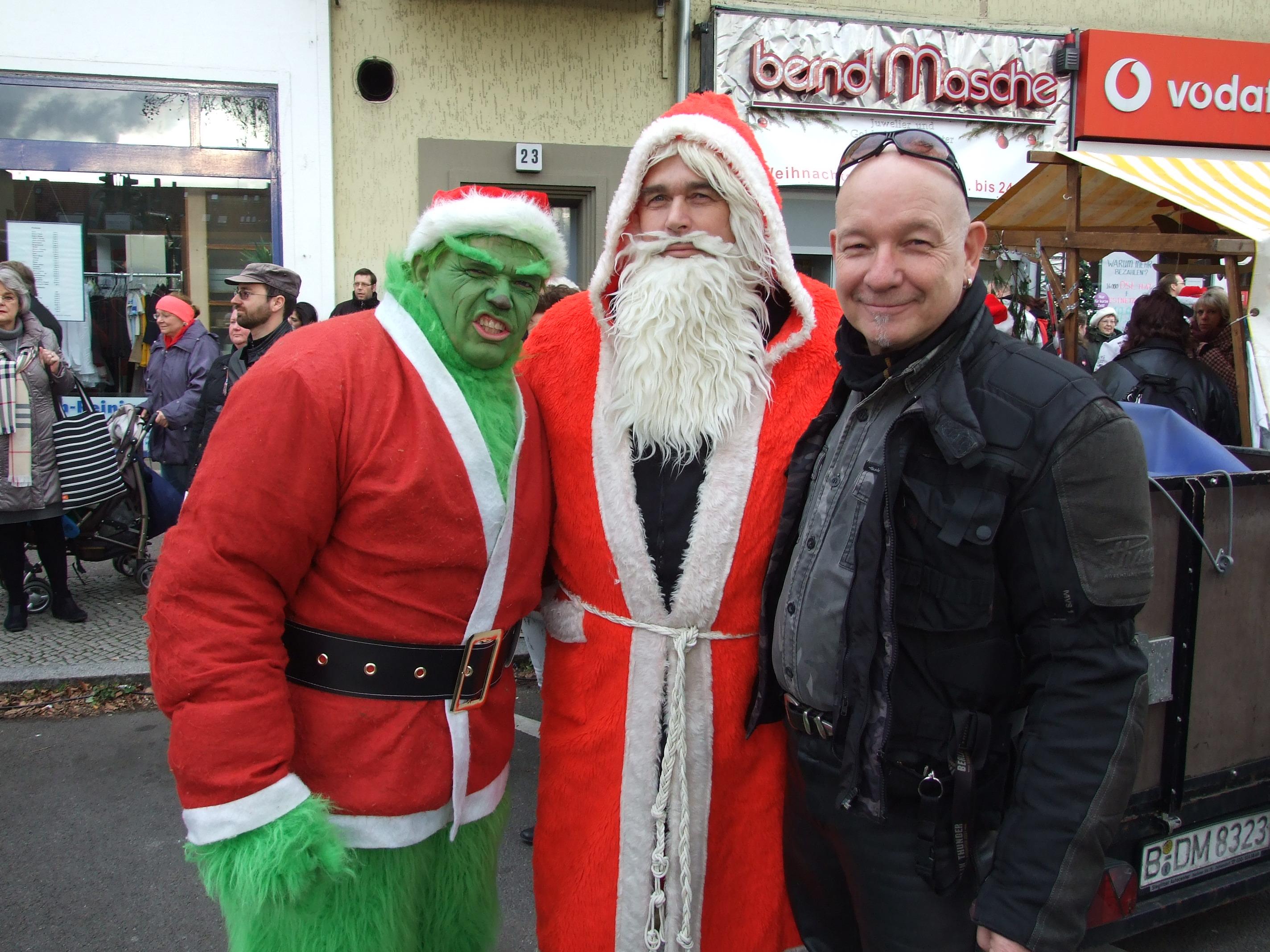 der Grinch, der Weihnachtsmann und einer der Haupt-Initiatoren dieser Aktion Bernd Masche
