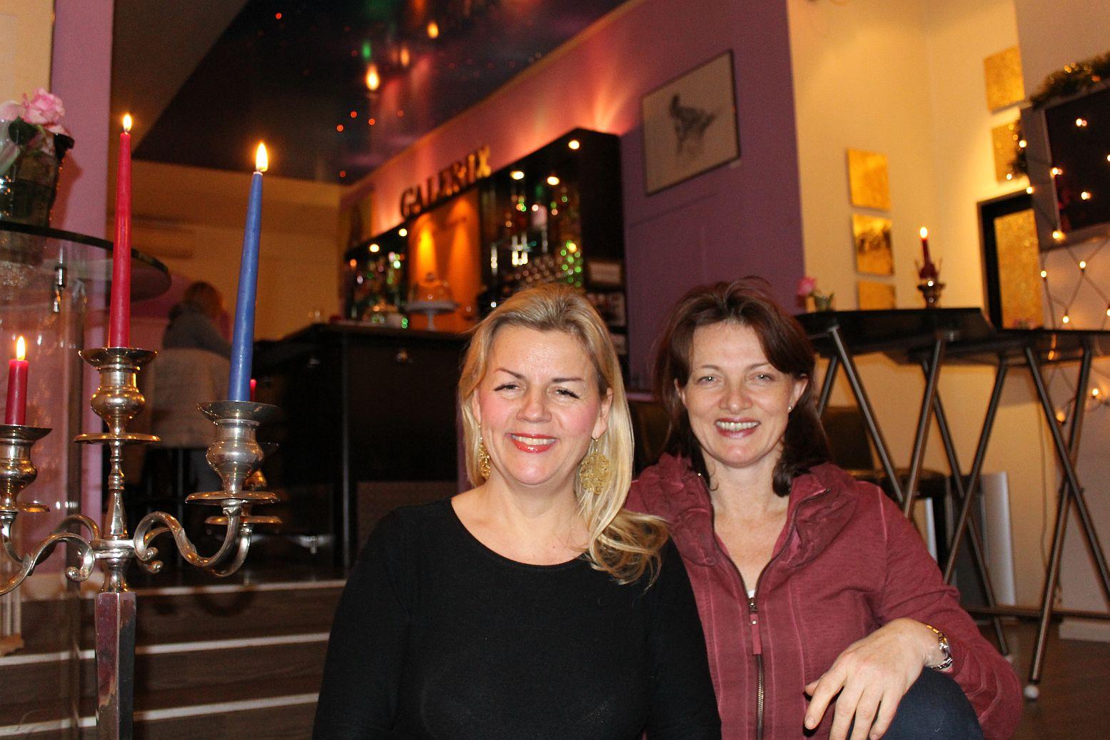 v.l. Micaela Reske (Art+Champagne-Bar) sowie Künstlerin Stella Krehl