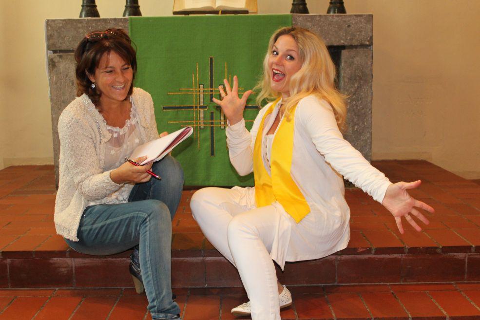 Anita und Julie in der Dorfkirche in Lichtenrade