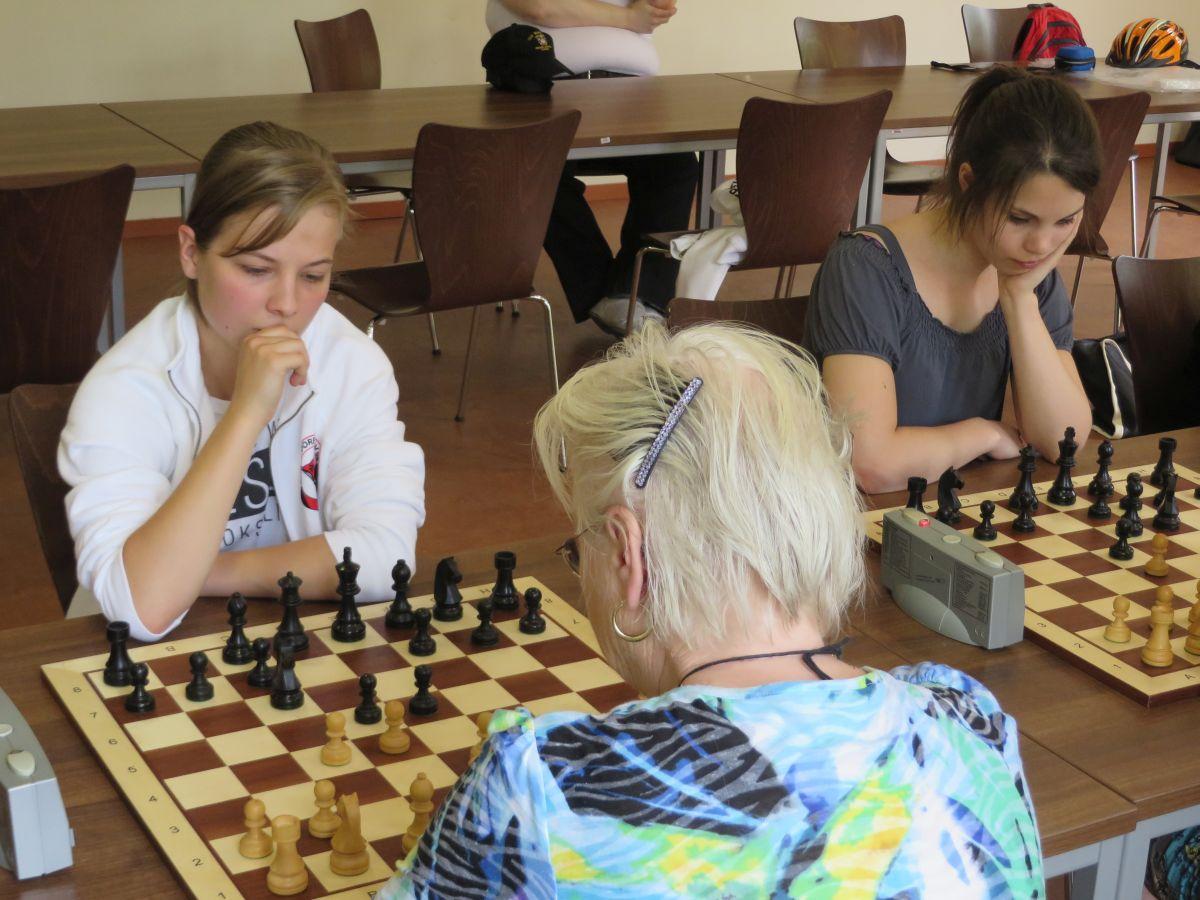 Michelle und Desiree MSV Schach web