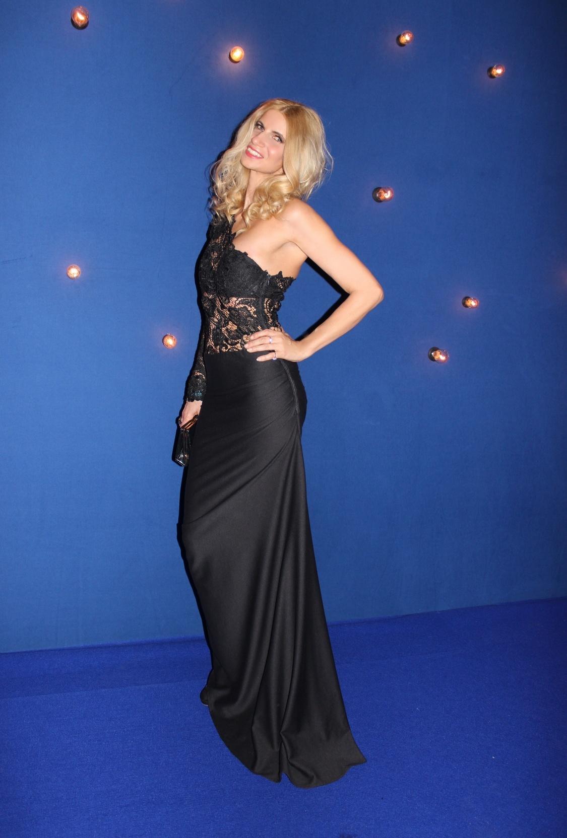 Tina Ellen Ciftci (GATC) mit einem Kleid von Fatima Halwani Couture