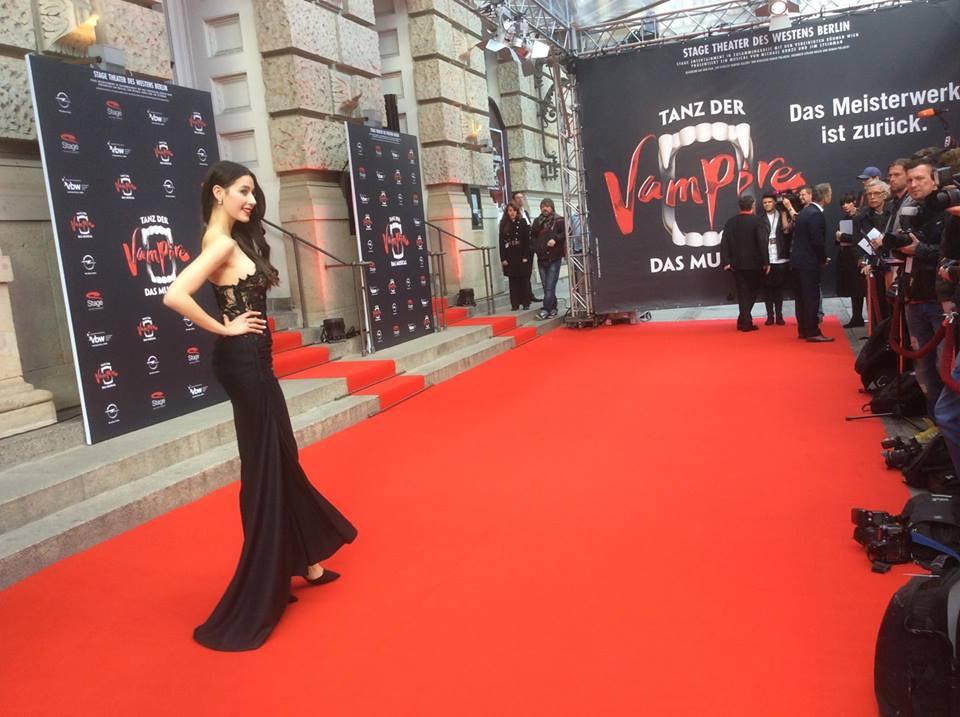 Model Zehra Ciftci Premiere Tanz der Vampire in Berlin Copyright: GATC