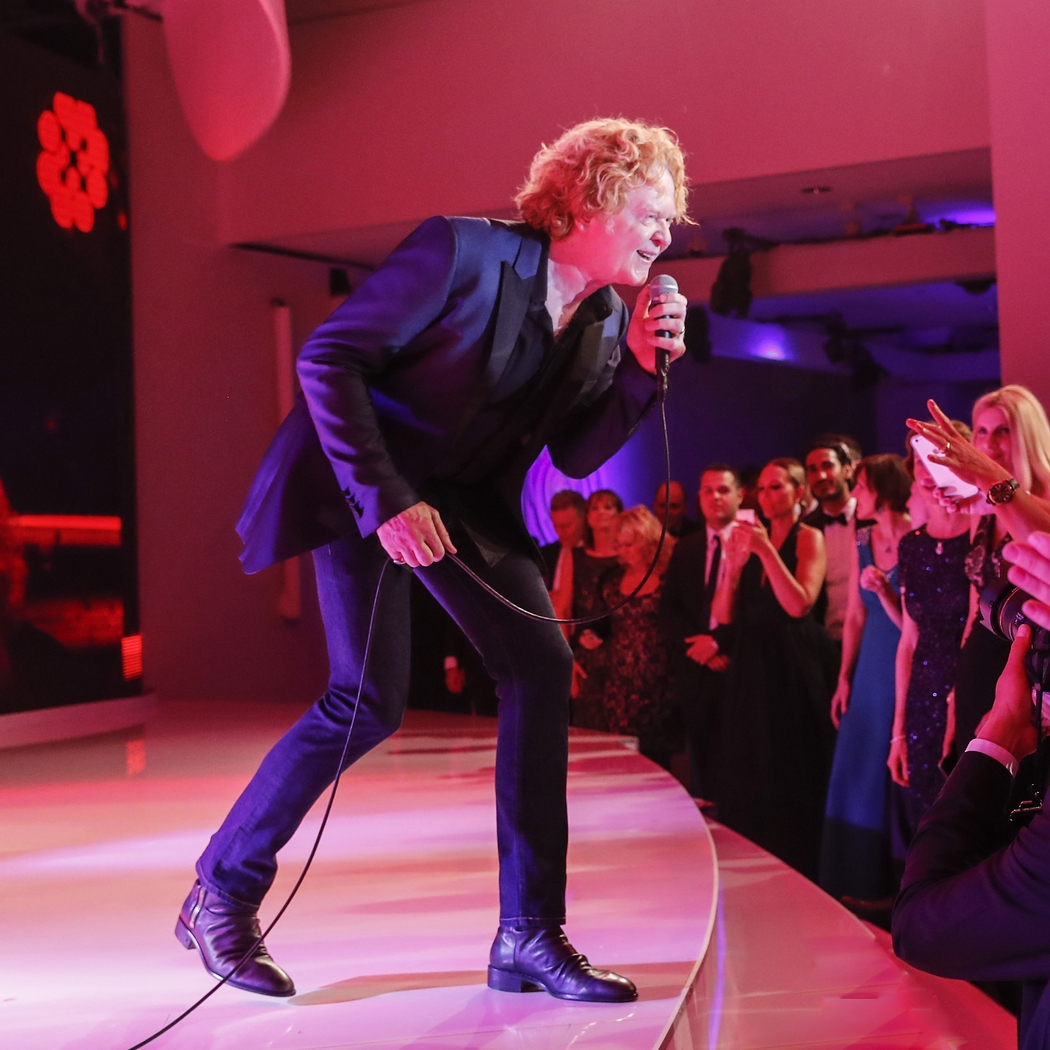 BERLIN, GERMANY - APRIL 30: Simply Red attends the Rosenball 2016 on April 30 in Berlin, Germany. (Photo by Franziska Krug/Getty Images)