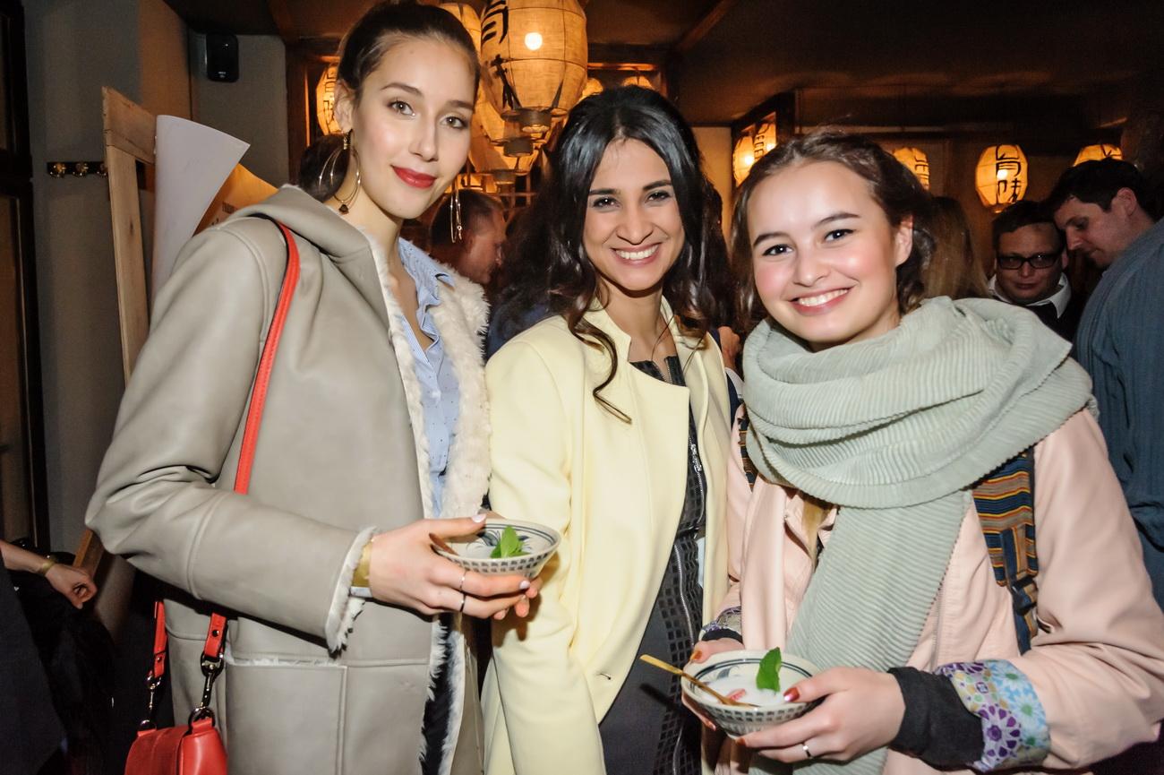 Model Zehra Victoria,Managerin Rabea Andina und Coelina, Tochter von Modedesignerin Lina Berlina Coelina