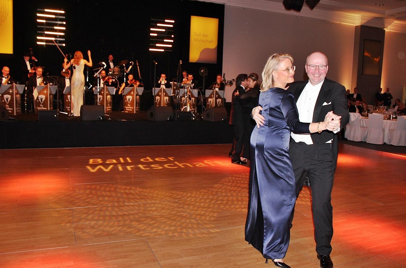 VBKI-Präsident Markus Voigt eröffnete mit seiner Frau Mirijam den VBKI Ball der Wirtschaft