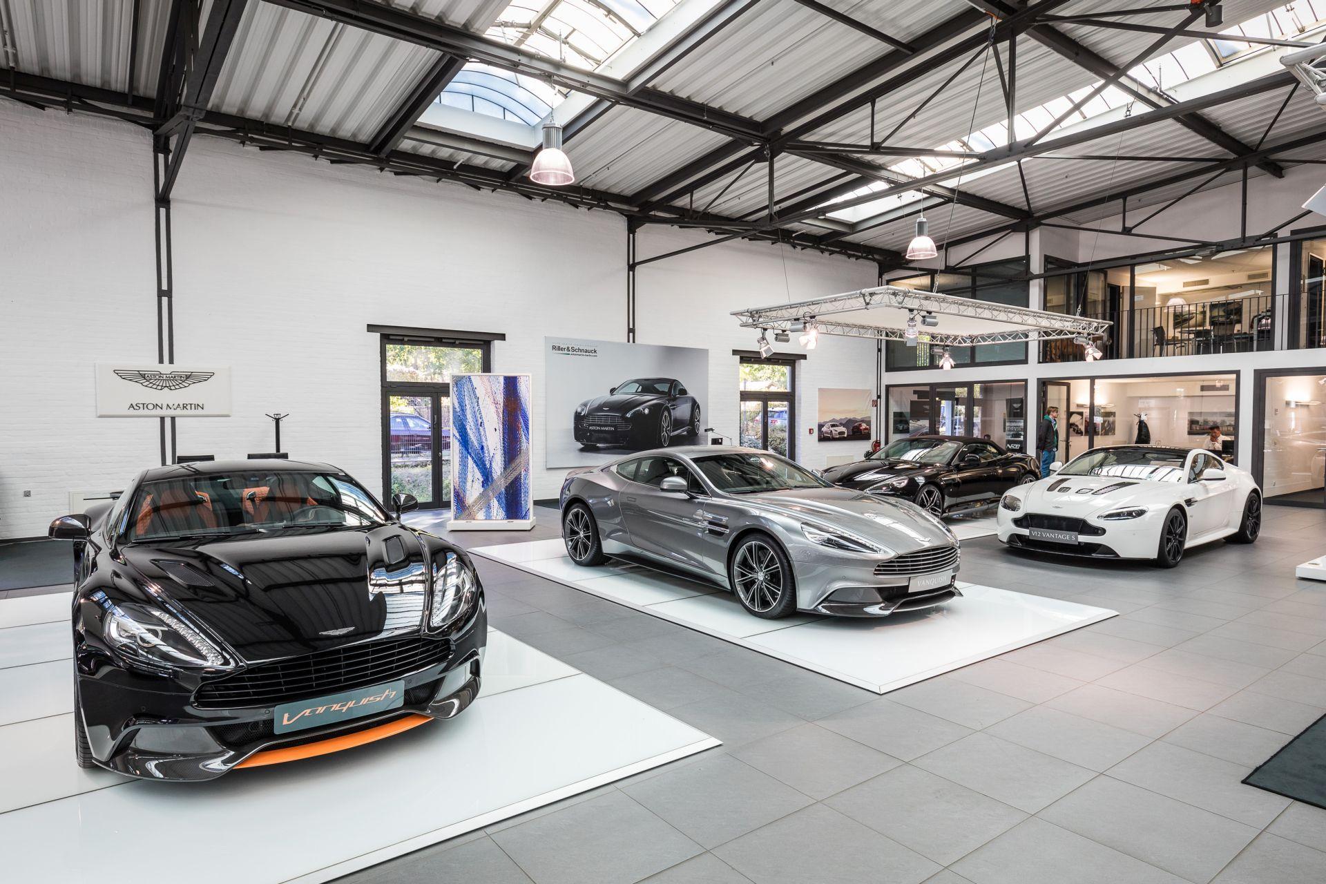 ...der Aston Martin ...